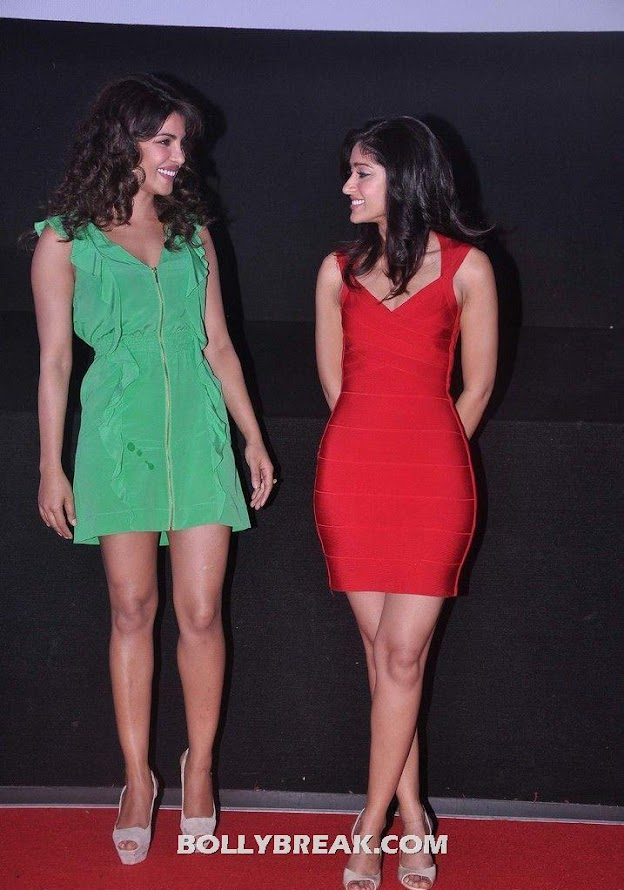 The two heroines exchanging friendlies - (7) - Priyanka Chopra & Ileana D'cruz @ launch of theatrical trailer of Barfi