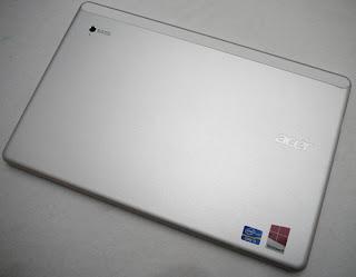 Tampak Belakang Acer Iconia W700