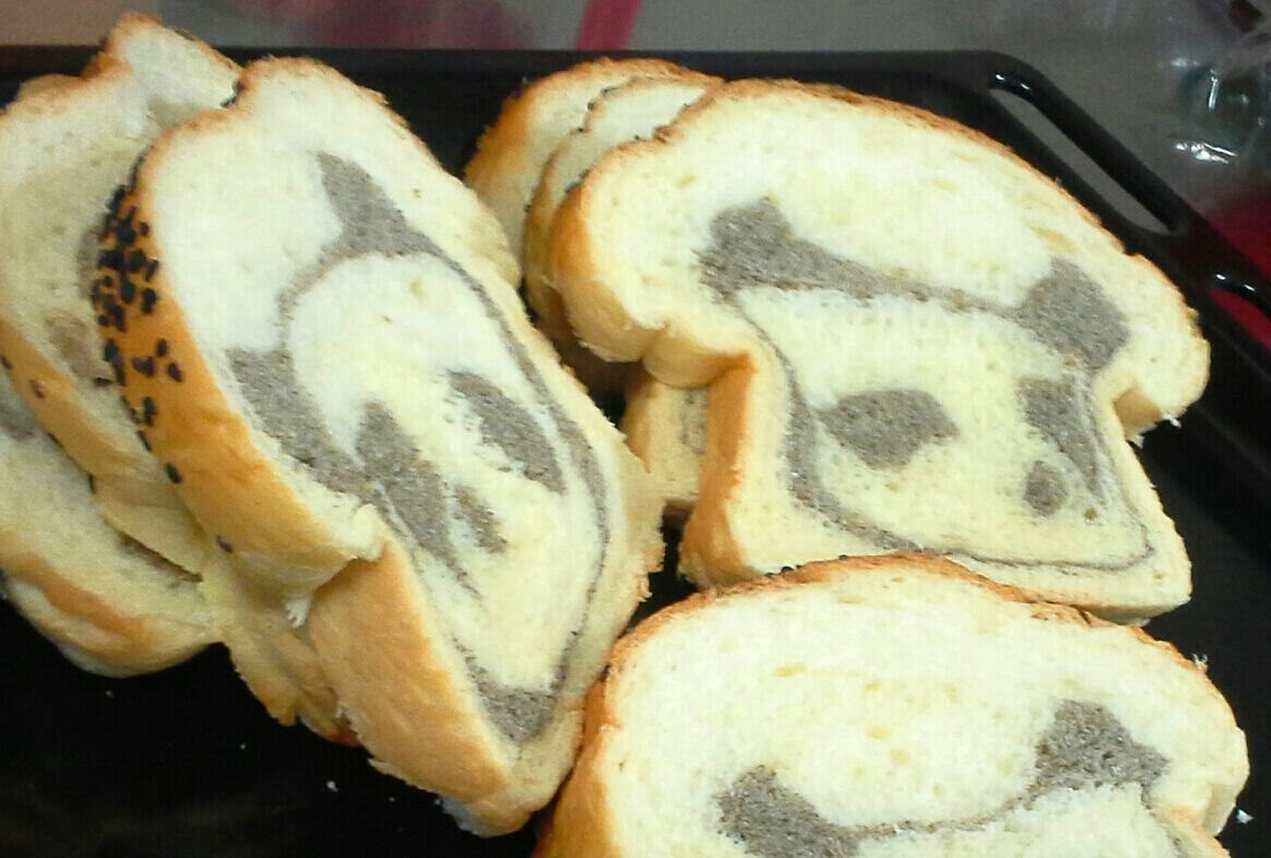 Culinary Kitchenette: Black sesame panda bread by Phay Shing Tan