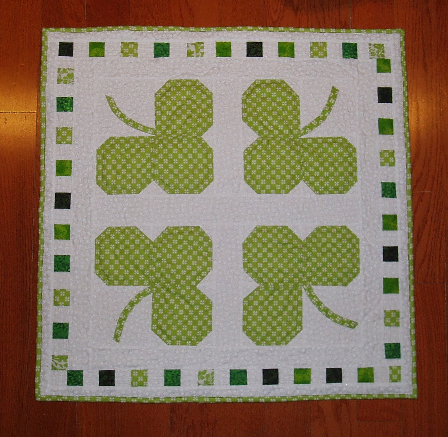 http://sunshineintheattic.blogspot.com/2014/03/quilting-shamrocks-table-topper.html