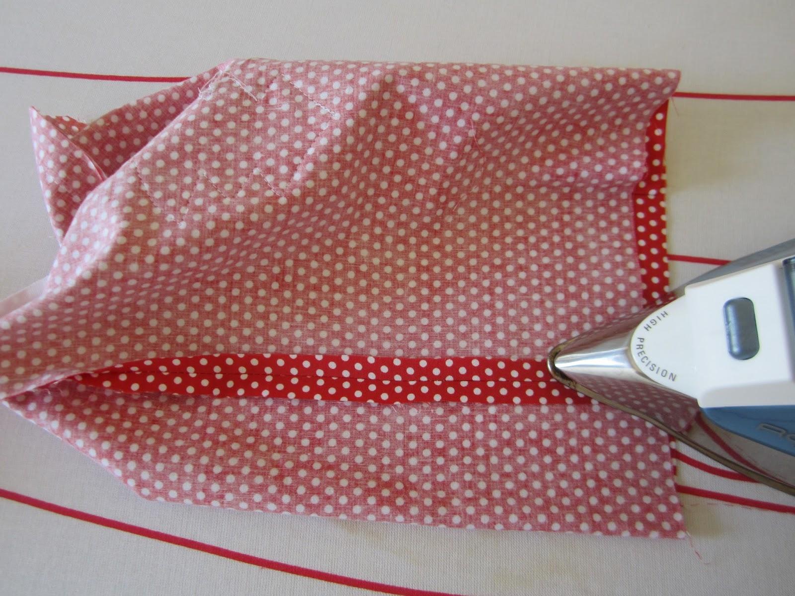 mis nancys, mis peques y yo, tutorial bolsitas de Navidad reversibles, abrir y planchar costuras