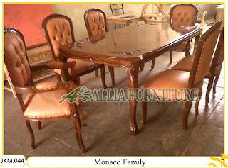 Kursi dan Meja Makan Kayu Jati Ukiran Monaco Family