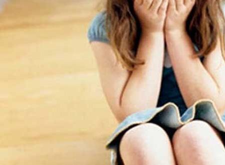 """Bé gái 4 tuổi trở thành nạn nhân của tên """"yêu râu xanh"""" trẻ. (Ảnh minh họa)"""