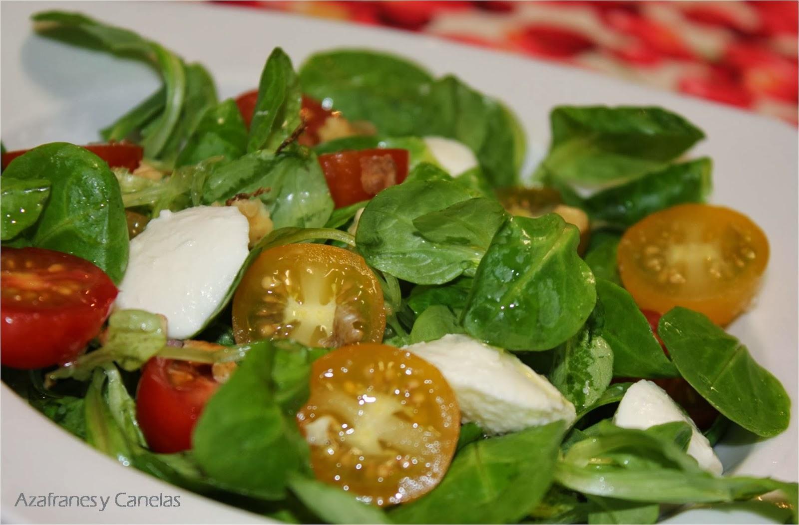 Ensalada de can nigos y tomates c ctel con mozzarella - Ensaladas con canonigos ...