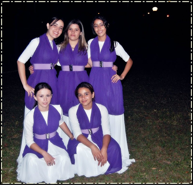 Mocinhas Elegantes: Roupas para Coreografia na Igreja
