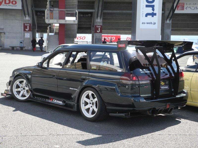 Subaru Legacy Wagon, japońskie kombi, sportowy, zmodyfikowany, po tuningu, wyścigi, tory wyścigowe, racing, spojler, zdjęcia, JDM