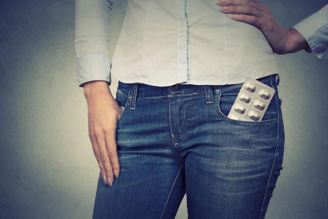tabletki ukryte w kieszeni