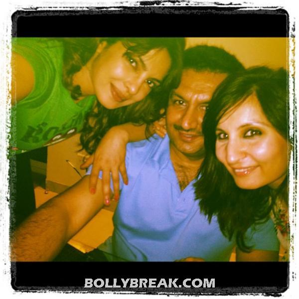 Priyanka in green top with coworkers -  Priyanka Chopra's personal pics from Twitter!!!