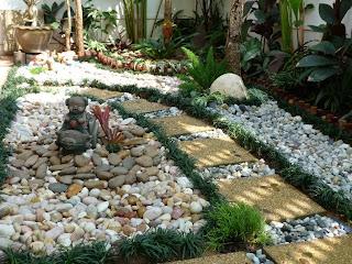 แต่งสวนหน้าบ้านด้วยหิน