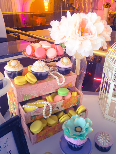 wedding cupcakes and macarons