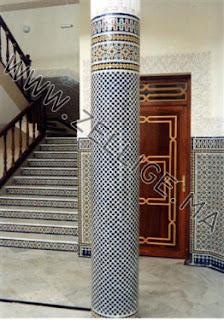 deux colonnes mosaique en zellige marocain du fes beldi fassi with zellige beldi marocain - Zellige Beldi Une Colonne Dans Un Salon Moderne