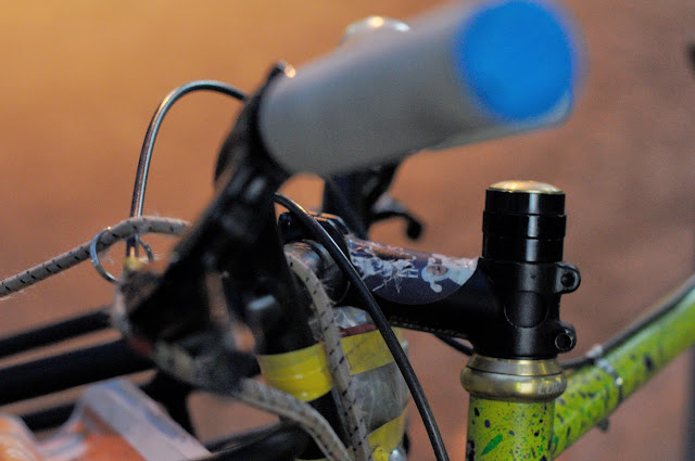Surly, 1x1, frame, single speed, bicycle, bike, custom, modified, mod, bespoke, paint job, tim Macauley, the Biketorialist, the light monkey collective, Collins st, Melbourne, Australia, green, gritty, grit, splatter, awesome, paintjob, headset, headstem, chris king