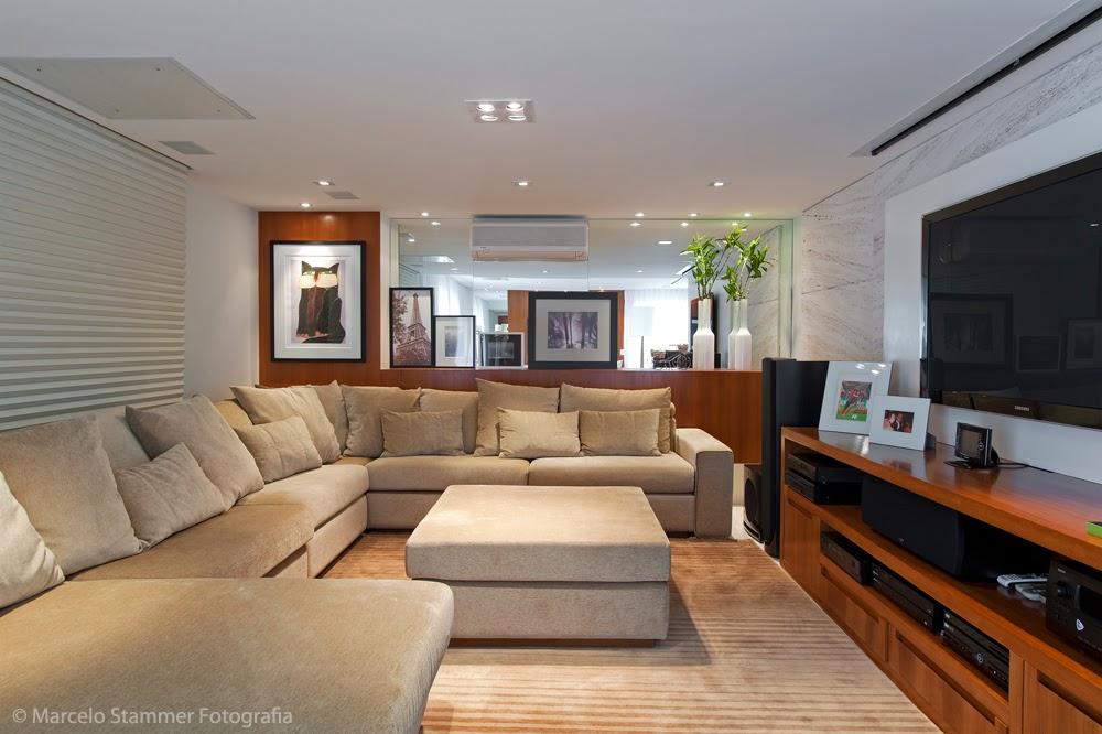 Veja ideias de decorações de salas com sofás de canto