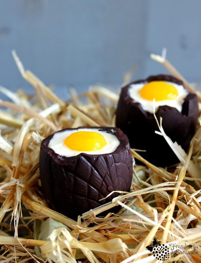 Huevos de Pascua con mousse de chocolate blanco y puré de mango. ¡Son sensacionales!