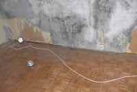 Sposób na usunięcie starej tapety ze ściany.