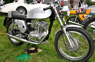 Smoke and Throttle  September          silver metal flake paint job on this          cc Ducati  quot Silver Shotgun quot   This is one of the last     Ducati     s as motorcycles were increasing in size