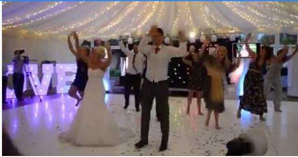 بالڤيديو، عروسان يذهلان المدعوين برقصة حفل زفافهما