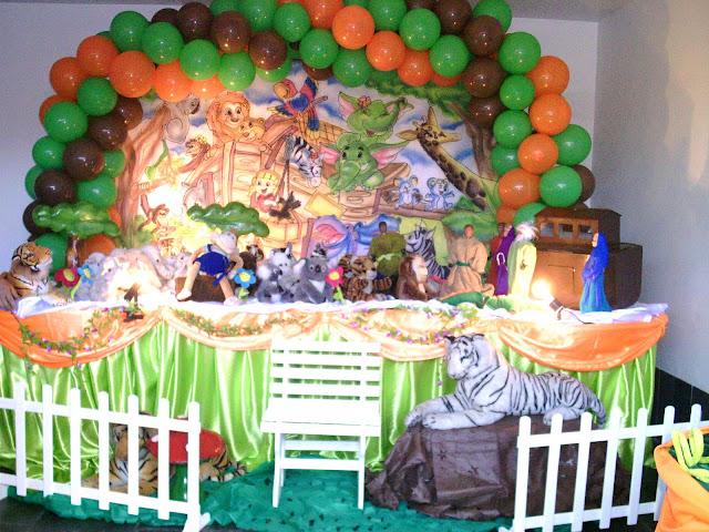 Mesa temática Arca de Noé para festa de aniversário