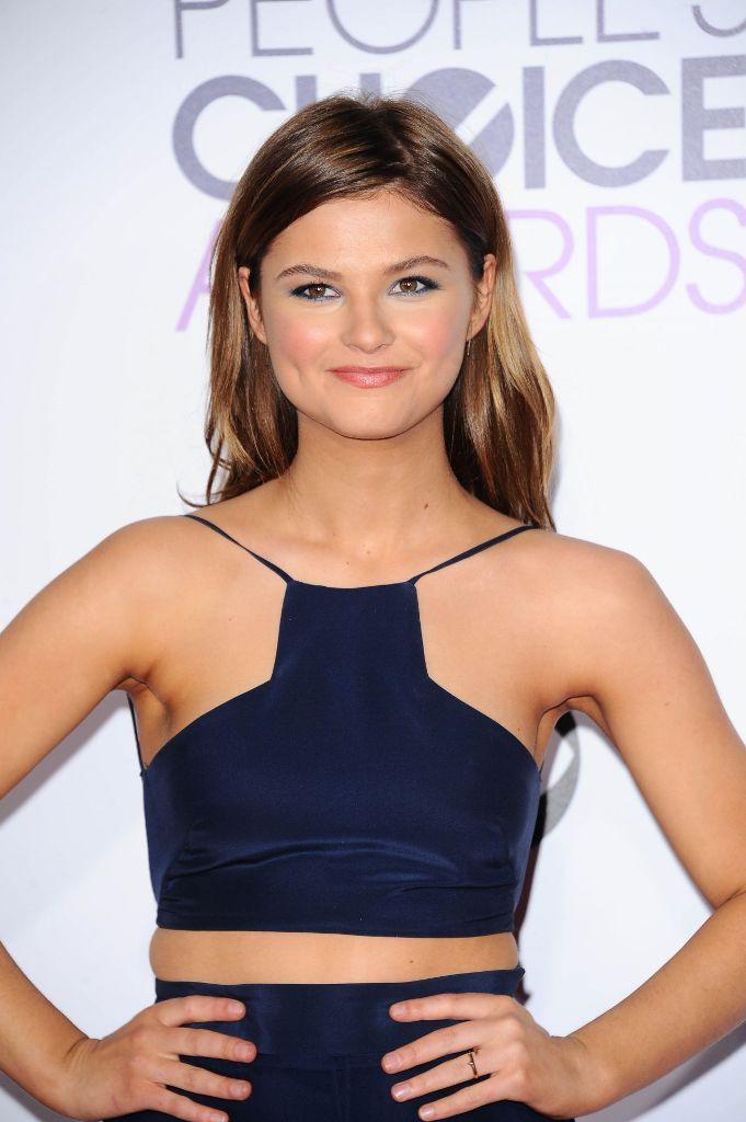 Stefanie Scott – 2016 People's Choice Awards Red Carpet ... Stefanie Scott
