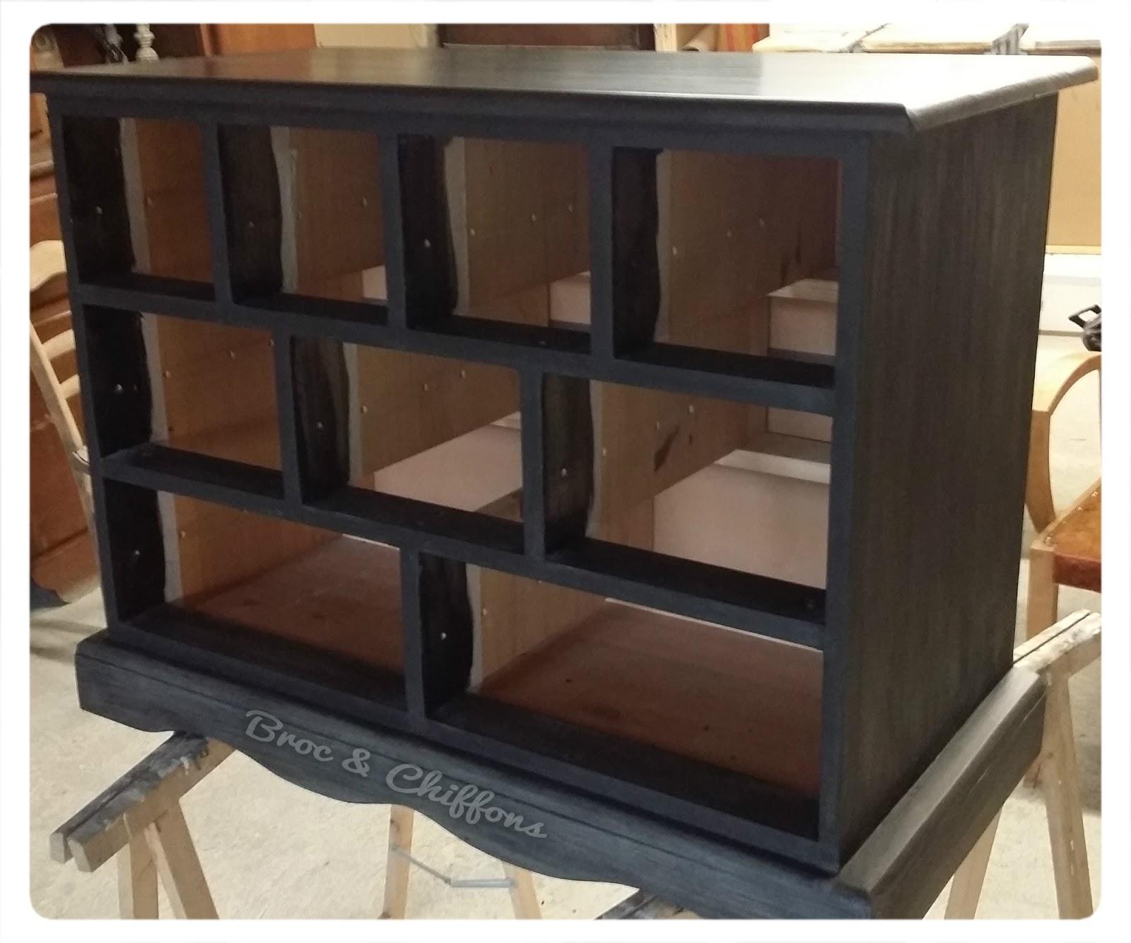 Broc et chiffons relooking de meubles dans les deux s vres 79 patine l 39 - La commode aux 9 tiroirs ...