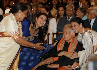 Tanuja, kajol, Shashi Kapoor, Usha Uthup, President Pratibha Patil, Krishna Poonia, Prime Minister Manmohan Singh, Bollywood, Photogallery, Celebrity Photo Gallery, Bollywood actress, India