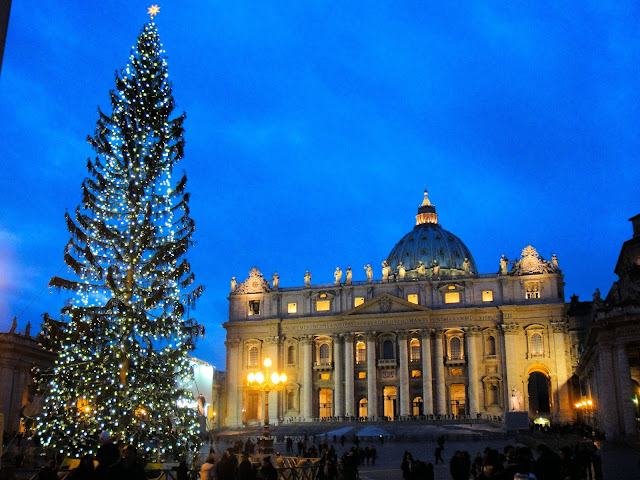 Buon Natale! Christmastime at St. Peter's in Rome, Italy. Photo: RomeCabs.com. Unauthorized use is prohibited.