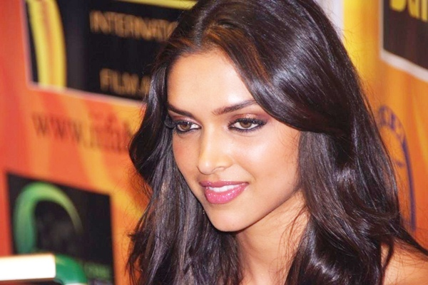 Deepika Padukone Hot and Sizzling Pic