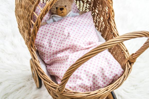 Puppenwagen mit selbstgenähter Bettwäsche