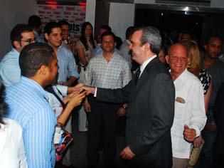 Abinader pide a jóvenes participar en proceso de cambios que impulsará Hipólito
