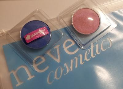 Arcobaleni Neve Cosmetics: da sinistra Night Life e Baby Doll.