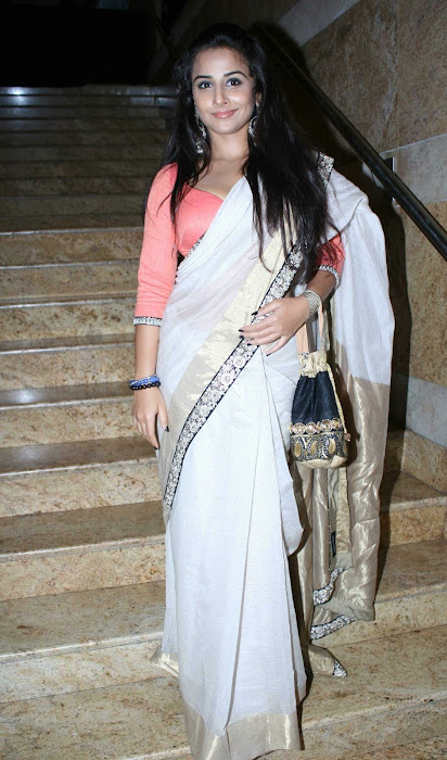 vidya balan gargeous look in sabyasachi designer saree at lakme fashion week latest photos