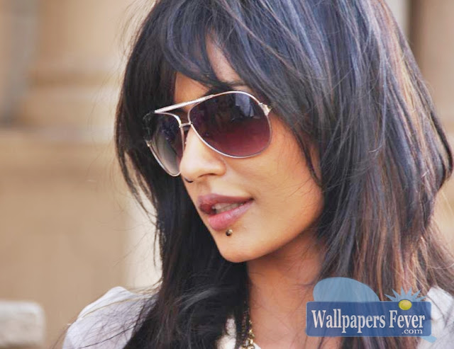 Chitrangada Singh hot Image with goggles