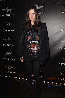 liv-tyler-and-givenchy-rottweiler-sweate