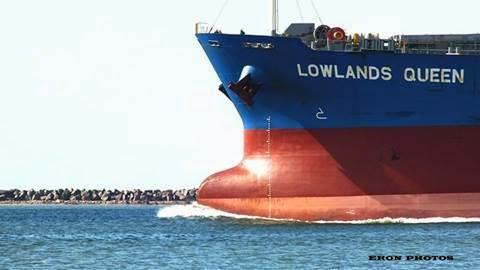 Porta Containers Gigante deixando Porto de Rio Grande