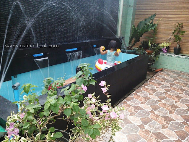 Berenang di rumah utiku