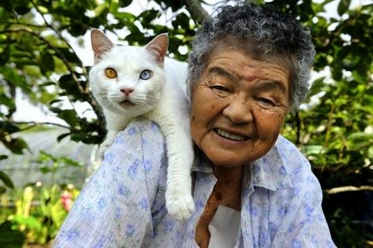 Miyoko Ihara grandmother and cat
