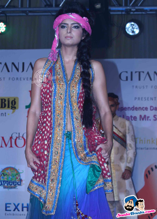 Model Walk the Ramp at Global Movie Independence Fashion Show  - (8) - Global Movie Independence Fashion Show Photos