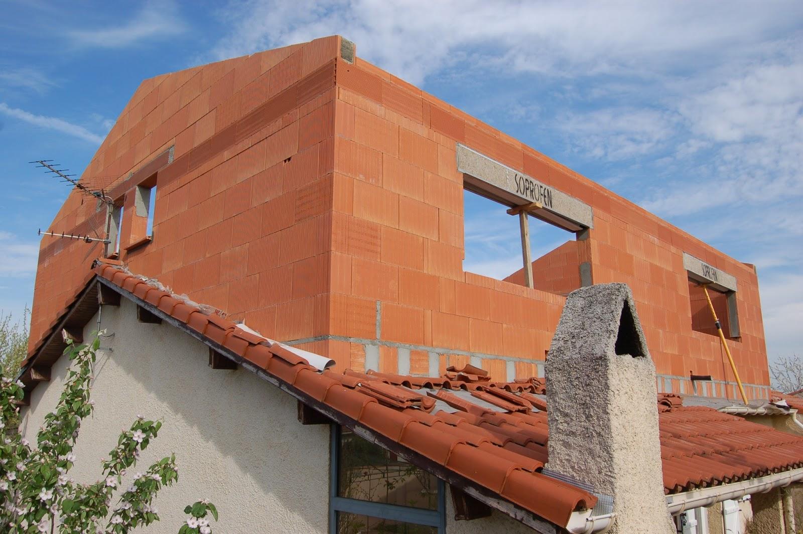 Agrandissement d 39 une maison par le haut 14 me jour for Agrandissement maison 71