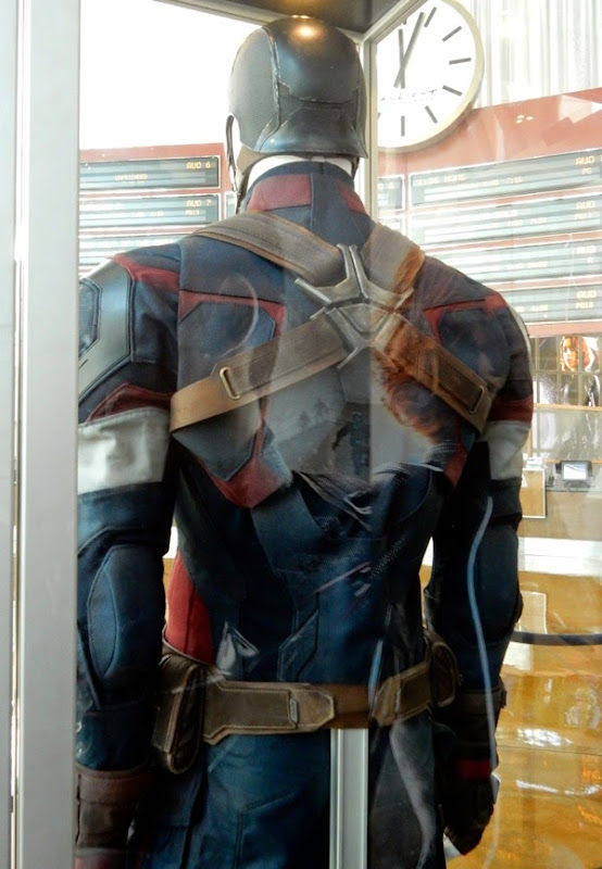Captain America costume back Avengers Age of Ultron