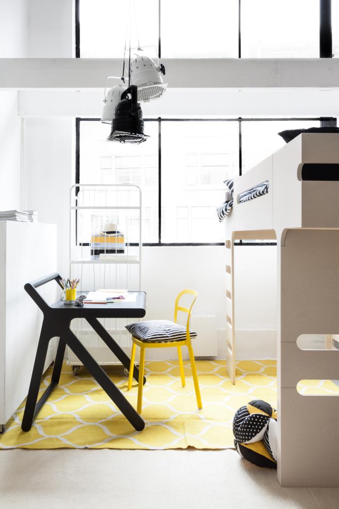Rafa-kids K desk in a black&white child room with a splash of yellow