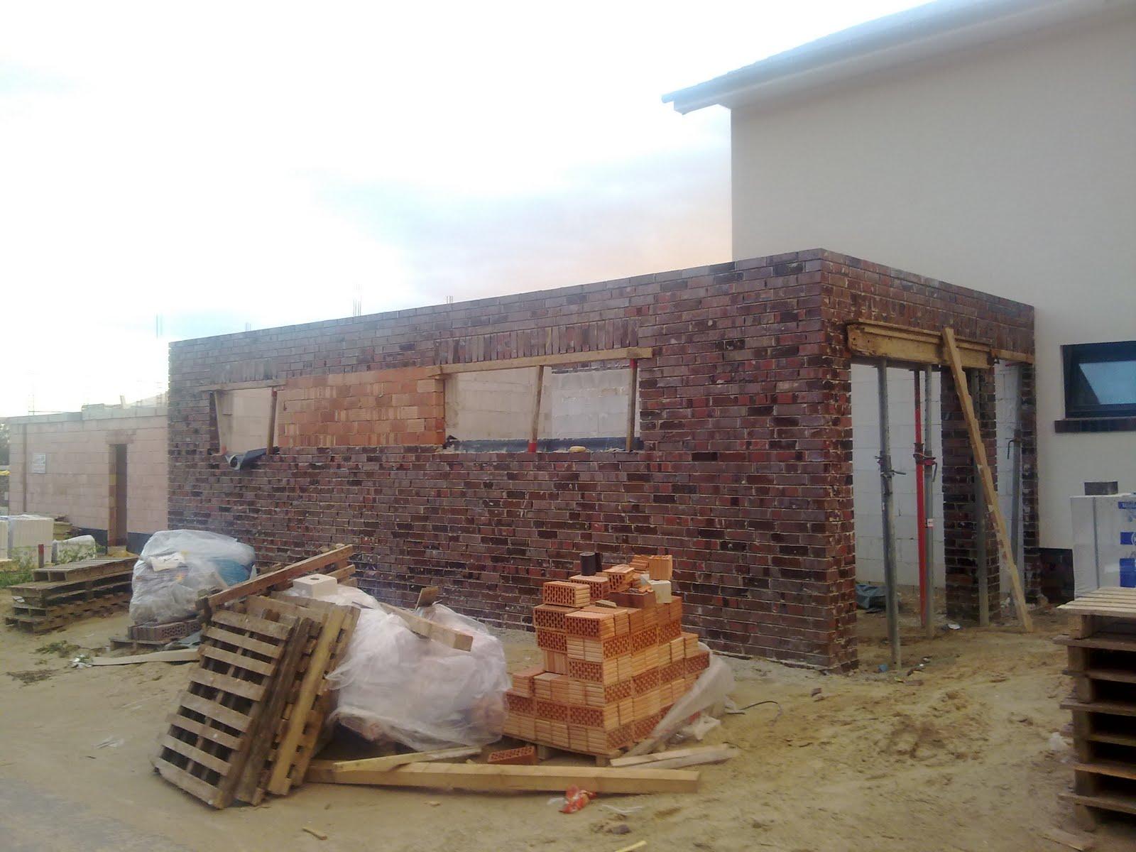 bauen mit der firma herbert niehaus bautagebuch klinker an der garage beginn der. Black Bedroom Furniture Sets. Home Design Ideas