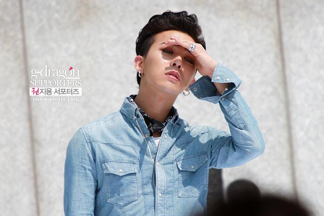 G-Dragon at Gwanghamun