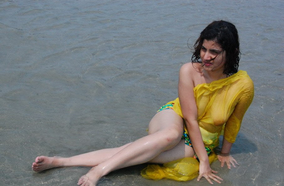 Desi Hot Model Kajal Fully Nude Bath In River
