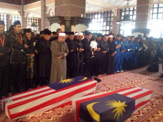 MH17 Lebih 1 000 orang tunai solat jenazah untuk Ahmad Hakimi dan Nur Shazana