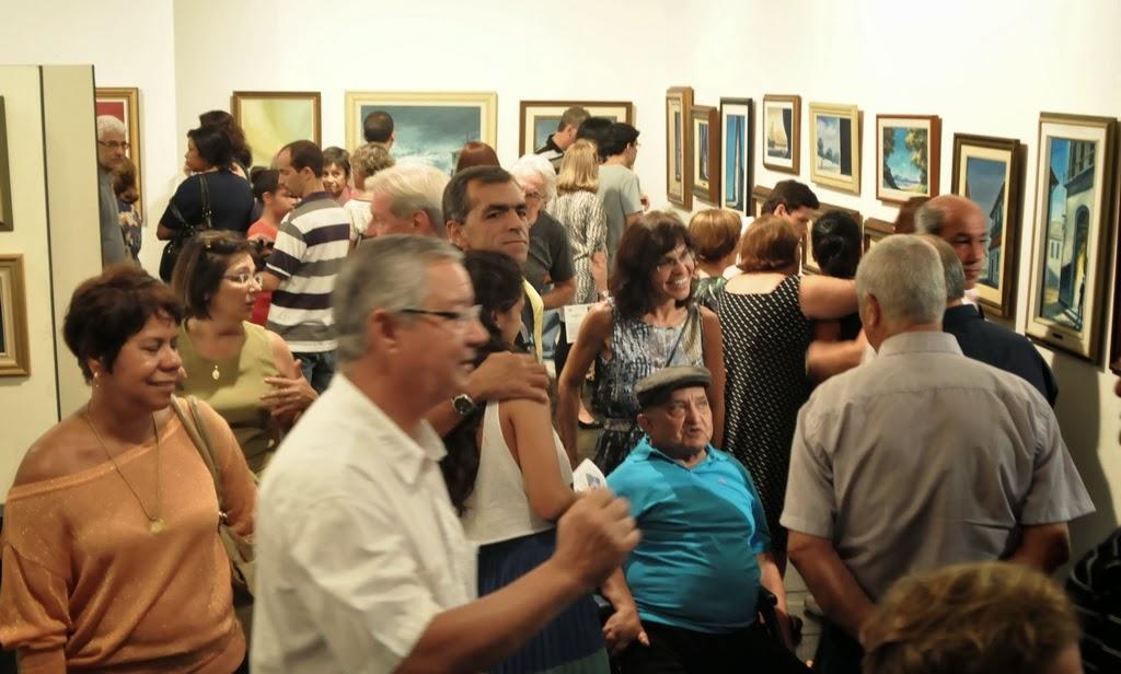 Dezenas de convidados e amigos prestigiaram a abertura da mostra, que pode ser vista até 15 de fevereiro