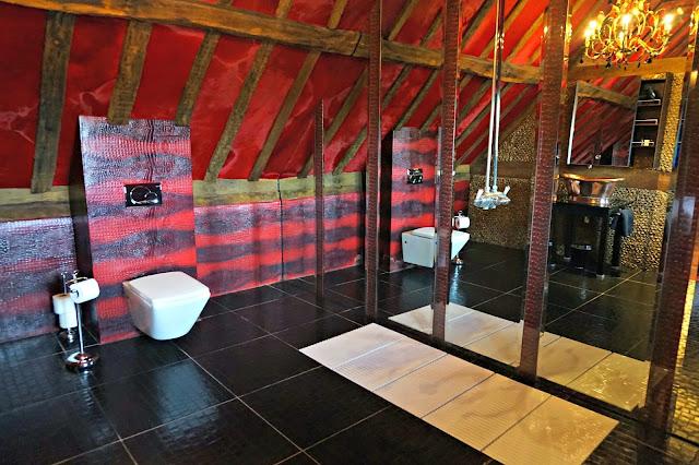 Suite 6 Bathroom, Crazy Bear Beaconsfield