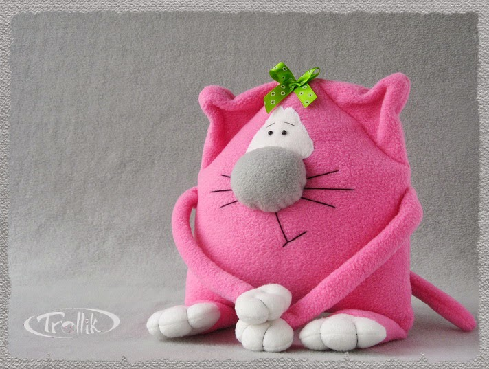 Мягкая игрушка подушка из флиса кошка