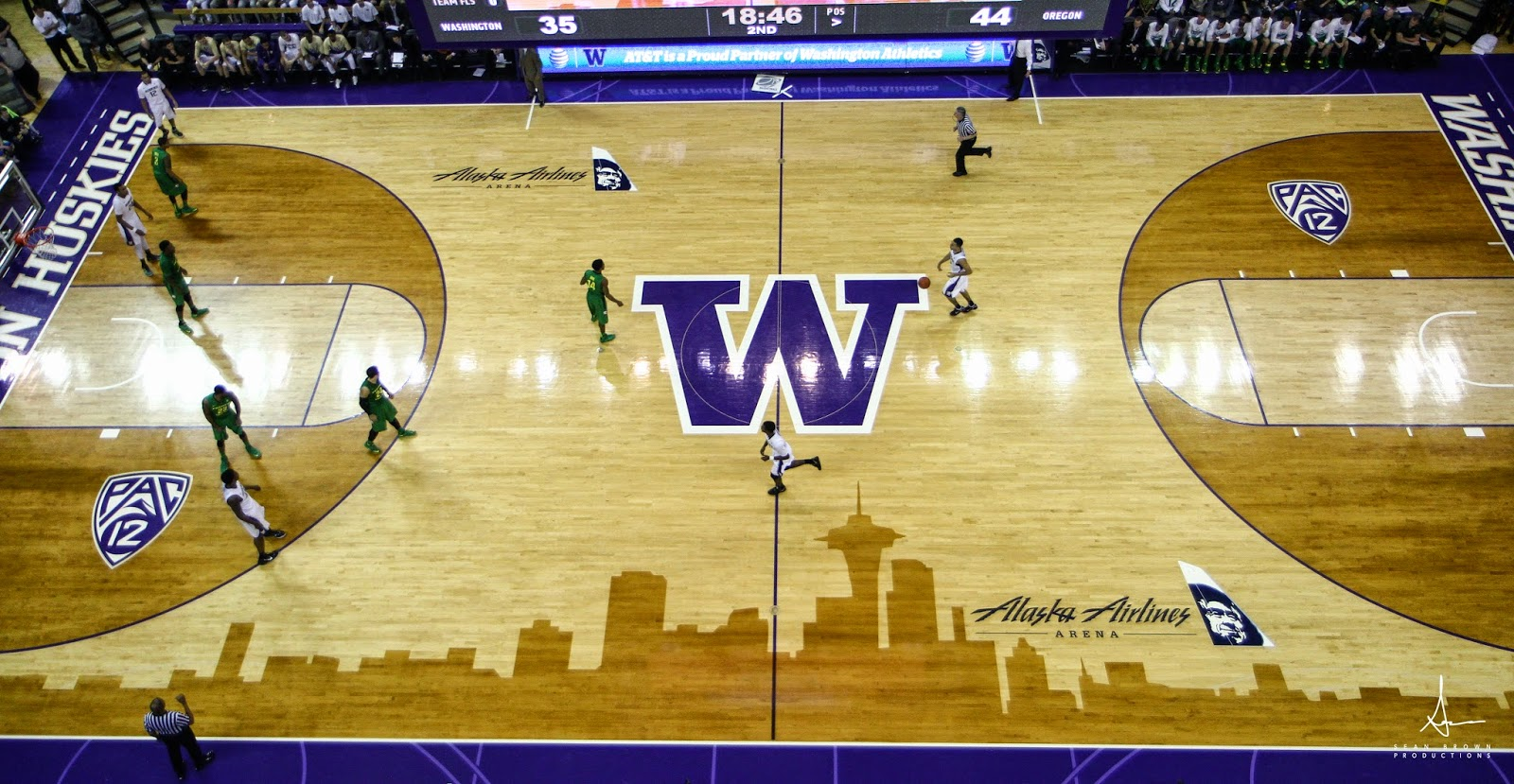 Superior Williams Goss Brings The Ball Across Half Court During A Game Against The  Oregon Fighting Ducks In A Conference Matchup In Seattle, WA.