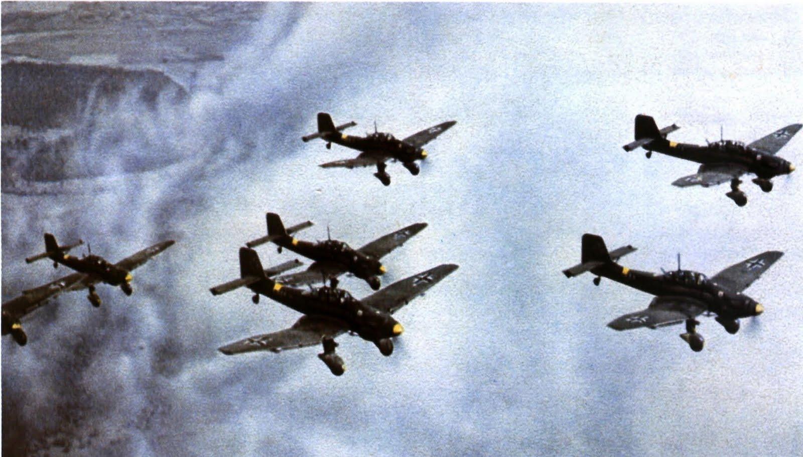 Junkers%2BJu%2B87Ds%2Bin%2Bflight%2Bover