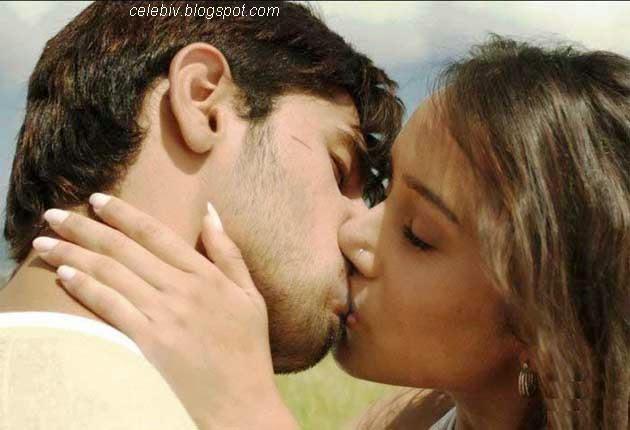 shraddha kapoor lip kiss